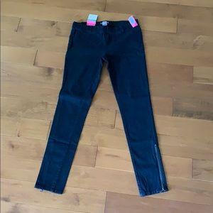 🛍 2 for $20 NWT Black Skinny Zipper Jeggings